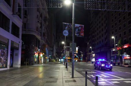Barcelona retoma el toque de queda nocturno para contener rebrote de COVID-19