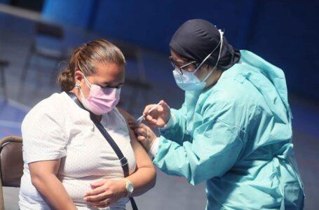 """Población debe vacunarse contra la Covid-19 porque """"beneficio es mayor que el riesgo"""""""