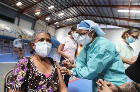 Salud exhorta a población a inocularse ante baja afluencia en centros de vacunación