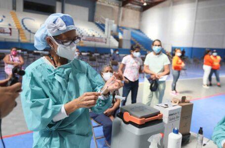 Proponen implementar la vacunación a domicilio contra el Covid-19