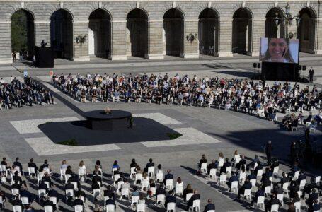 España homenajea a las víctimas de Covid-19 en pleno repunte de la pandemia
