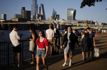 Inglaterra despide las restricciones anticovid y Tokio teme un brote en los Juegos