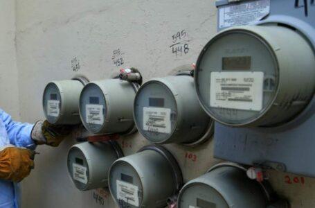 """""""Acertada"""" decisión de frenar aumento a tarifa eléctrica, empresas no iban a soportar el aumento"""