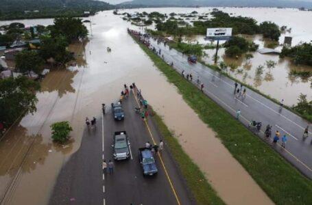Aseguradoras pagan L.10 millones por daños causados por Iota y Eta