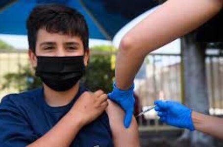 Salud anuncia vacunación a mayores de 12 años en municipio donde retornarán a clases semipresenciales