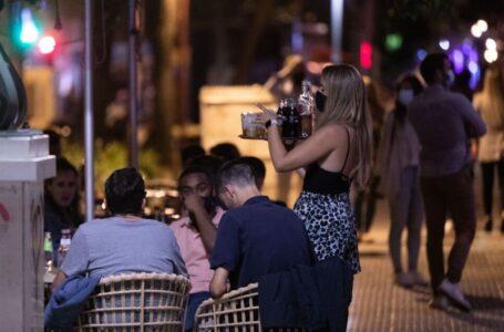 Cataluña cierra el ocio nocturno por la escalada de contagios