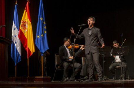 Hondureño sorprende en España por su voz contratenor