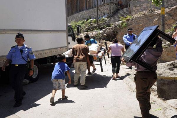 ACNUR pide inclusión económica a desplazados por violencia en el país