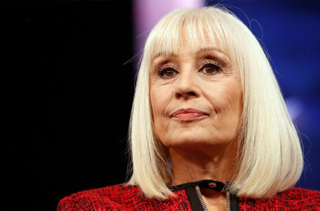 Murió la cantante y actriz italiana, Raffaella Carrà a los 78 años