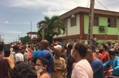 Miles de cubanos en las calles protestando contra el régimen en medio de la pandemia