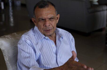 """""""A mi no me van a andar asustando con papadas"""": expresidente Lobo tras sanción de EEUU"""