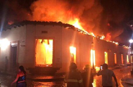 Voraz incendio consumió varios puestos del mercado municipal de Gracias, Lempira