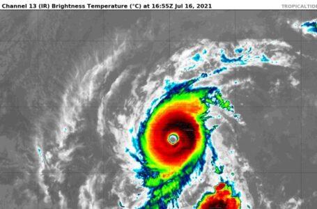Huracán Felicia mantiene la categoría 4 lejos de las costas de México