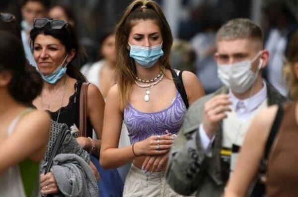 Por qué las personas vacunadas contra el COVID-19 continúan contagiándose