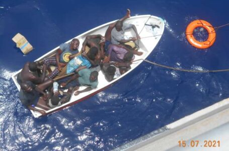 """Capitán del """"Falling Star"""" y otros 4 marinos estarían muertos, tras rescate de 10 sobrevivientes"""