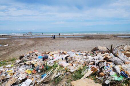 Flojera de autoridades patrocina botaderos en desembocadura del río Cangrejal