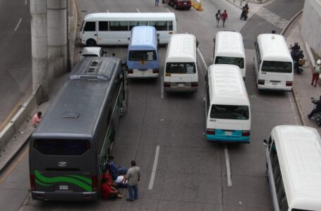 Transportistas concretan amenazas de paro y se toman varias carreteras en el país