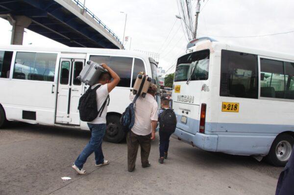 Si no hay acuerdo este lunes, transportistas amenazan con tomar acciones el martes