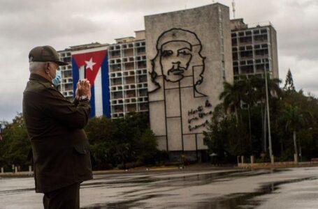 Paramilitares chinos adiestraron a represores cubanos, muy cerca de EEUU