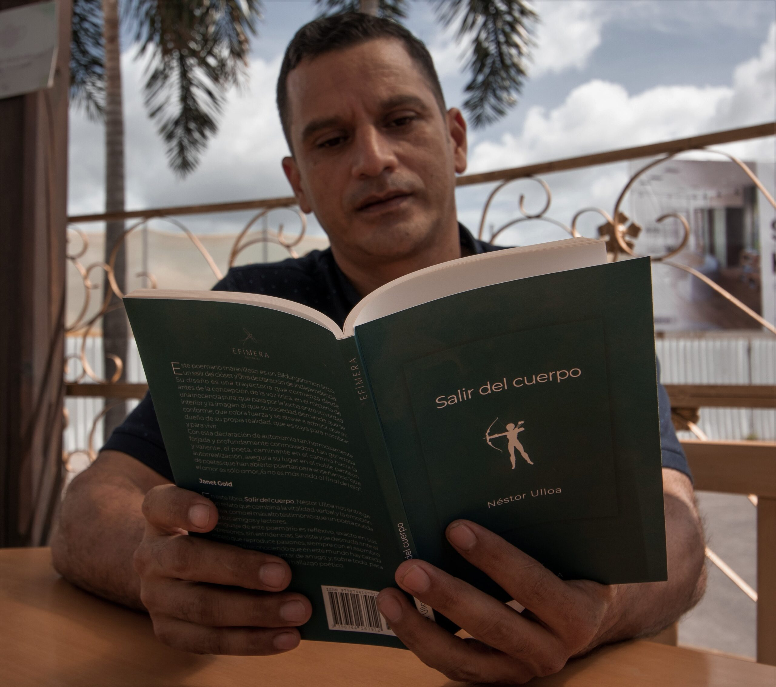 """Poeta hondureño Néstor Ulloa y su nueva obra """"Salir del cuerpo"""""""