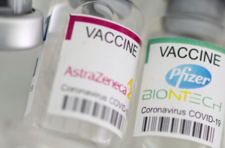 Combinación AstraZeneca-Pfizer es buena para combatir el COVID-19: Sir Salvador Moncada