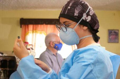 Médicos sugieren vacunación domiciliaria y rastrear los grupos vulnerables