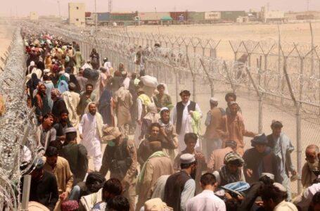Caos en el aeropuerto de Kabul deja al menos 7 afganos muertos