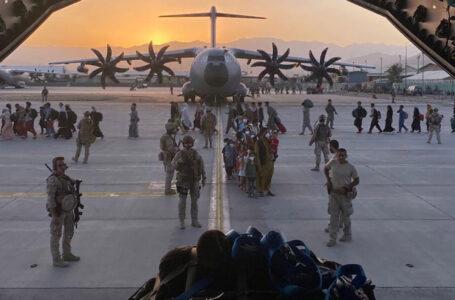 EEUU evacuó a la base de su personal diplomático en Afganistán y entró en la recta final del operativo