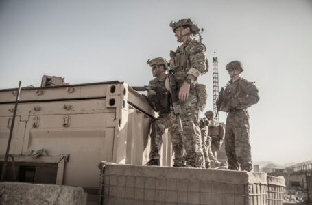 """El Pentágono advirtió que las amenazas al aeropuerto de Kabul siguen siendo """"reales"""" y """"concretas"""""""