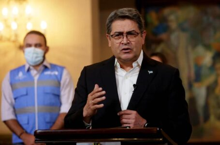 Presidente Hernández pide a políticos no contaminar el proceso de vacunación