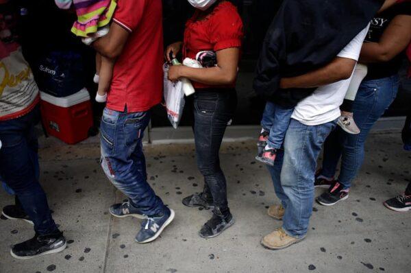 Unos 500 migrantes están huyendo todos los días del país por puntos ciegos, revela Iglesia Católica