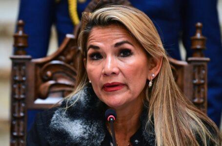 """Expresidenta de Bolivia Jeanine Añez intentó """"quitarse la vida"""" en la cárcel, denuncia su abogado"""