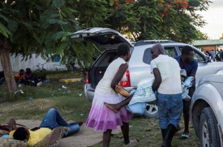 Hospitales de Haití están saturados tras terremoto, mientras rozan los 1300 muertos