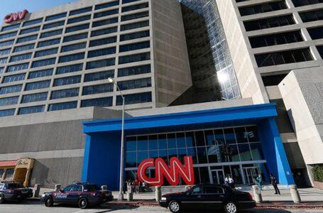 CNN despidió a tres empleados por ir a trabajar sin estar vacunados