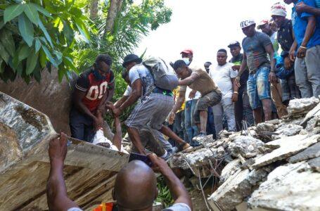 Ya son más de 300 muertos tras terremoto en Haití y autoridades temen muchos más