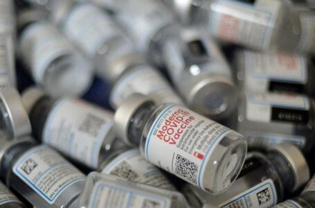 Vacuna de Moderna es efectiva en 93% seis meses después de la segunda dosis