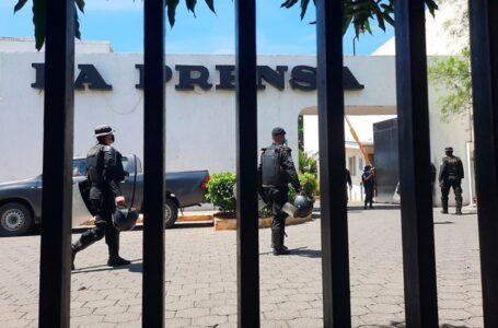Policía de Daniel Ortega allanó el diario La Prensa tras dejarlo sin papel para el impreso