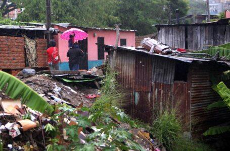 Piden monitoreo de zonas vulnerables por paso de onda tropical
