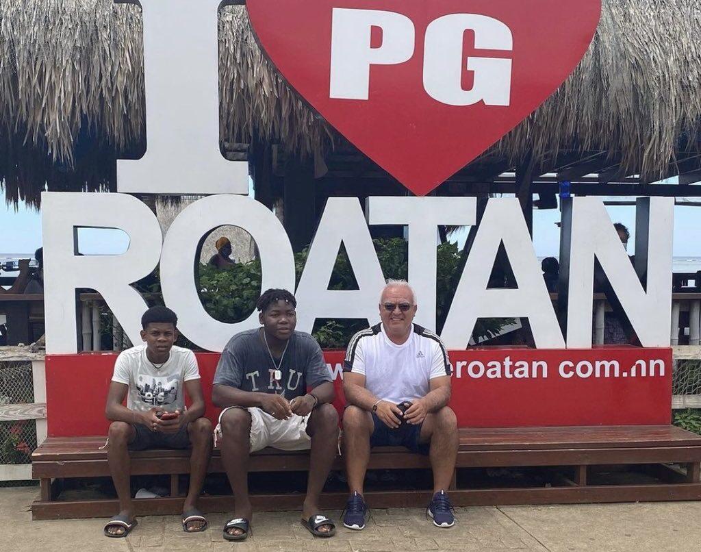 Periodista Luis Omar Tapia disfruta de Roatán y destaca su belleza en redes sociales