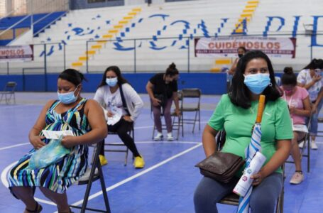 Vacunación a embarazadas inicio tarde, 29 han fallecido por COVID en el Leonardo Martínez