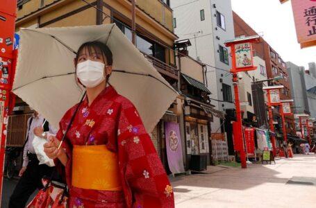 """Japón confirma más de 18,000 casos Covid-19; se acerca al nivel de """"desastre natural"""""""