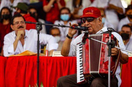Fallece por COVID-19 el reconocido cantautor hondureño Macario Mejía