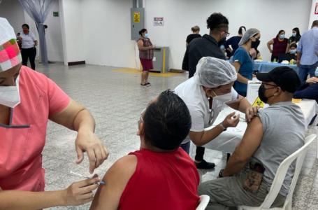 IHSS ha aplicado 469 mil vacunas AstraZeneca; la próxima semana llegan 200 mil dosis más