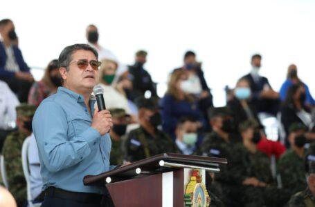 Presidente Hernández advierte que existen políticos planteando un Estado sin FFAA