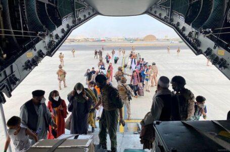 EEUU denunció que los talibanes impiden acceso al aeropuerto de Kabul a los afganos que quieren huir