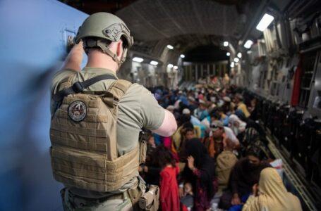 Los talibanes permitirán evacuación de estadounidenses y afganos en riesgo después del 31 de agosto