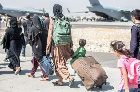 """G7 pide a talibanes permitir evacuación en Afganistán """"más allá del 31 de agosto"""""""