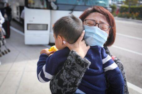 Estudio pronostica que el COVID-19 podría convertirse en un simple resfrío que afectará a los niños