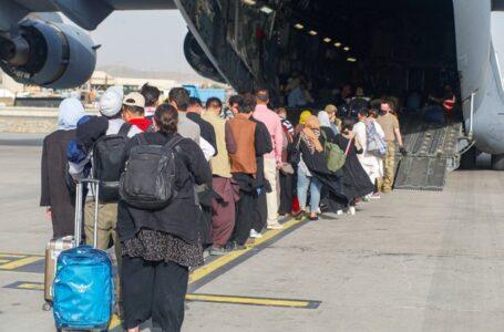 OTAN promete acelerar evacuaciones desde Afganistán en medio de aumento de críticas