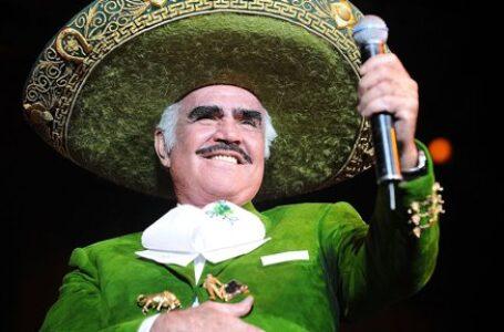 Vicente Fernández continúa en terapia intensiva tras operación